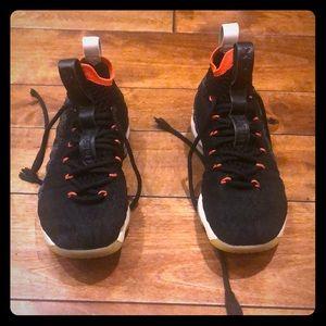 Nike Lebron XV kids